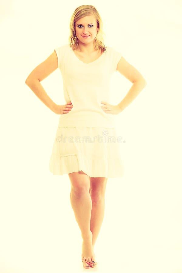 Jovem senhora impressionante loura no branco fotografia de stock royalty free
