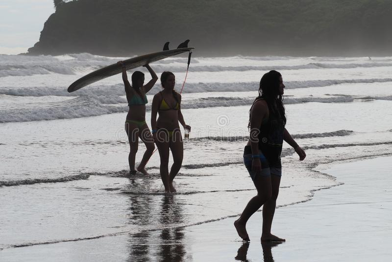 Jovens mulheres em Hermosa, Nicarágua fotografia de stock royalty free