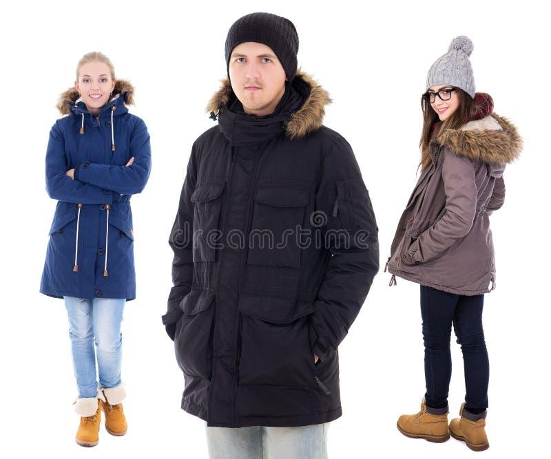 Jovens nos revestimentos do inverno isolados no branco fotografia de stock
