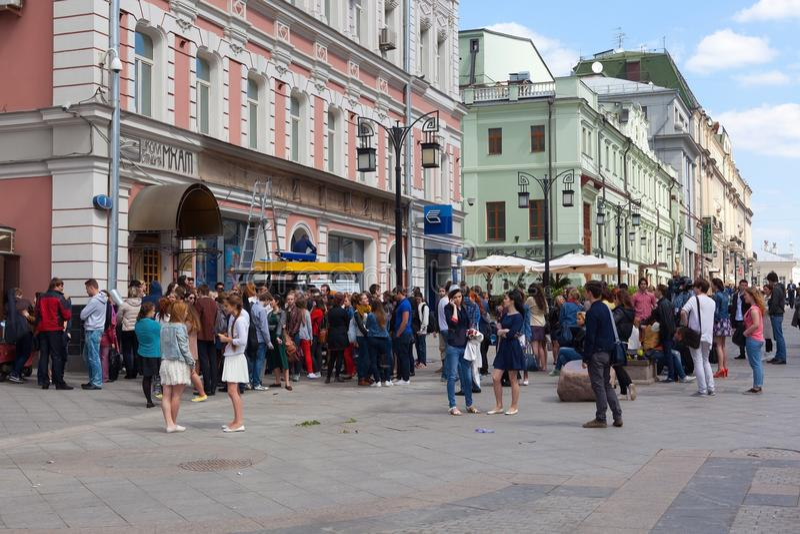 Jovens (principiantes) perto de Moscou Art Theater School fotos de stock royalty free