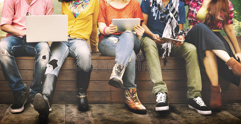 Jovens Team Together Cheerful Concept dos adolescentes imagens de stock royalty free