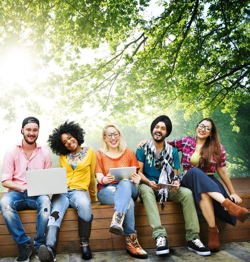 Jovens Team Together Cheerful Concept dos adolescentes imagem de stock royalty free