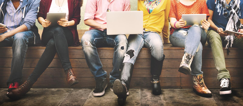 Jovens Team Together Cheerful Concept dos adolescentes imagens de stock royalty free