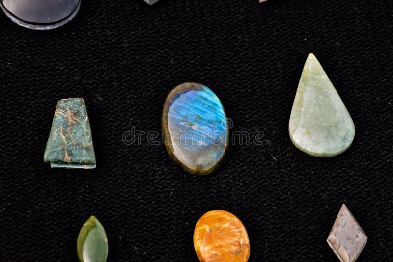 Joya semi preciosa de la piedra de la roca fotos de archivo