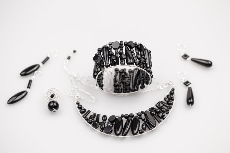 Joyas de plata con las piedras del ónix imagen de archivo