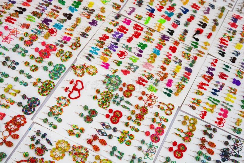 Joyería colorida para la venta imágenes de archivo libres de regalías