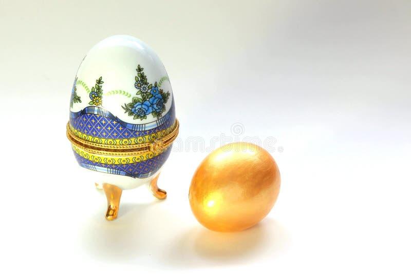 Joyero embellecido para un huevo de oro fotos de archivo libres de regalías