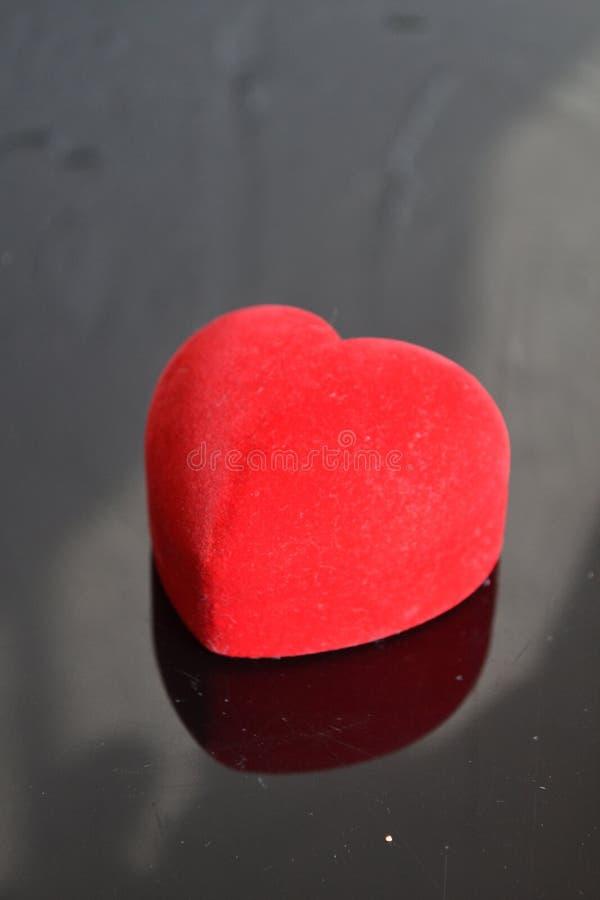 Joyero rojo del corazón imagen de archivo libre de regalías