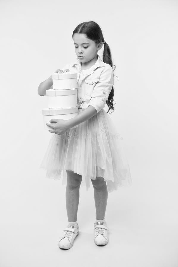 Joyeux anniversaire Concept de joyeux anniversaire fille heureuse avec des cadeaux d'anniversaire boîte-cadeau heureux d'annivers images stock