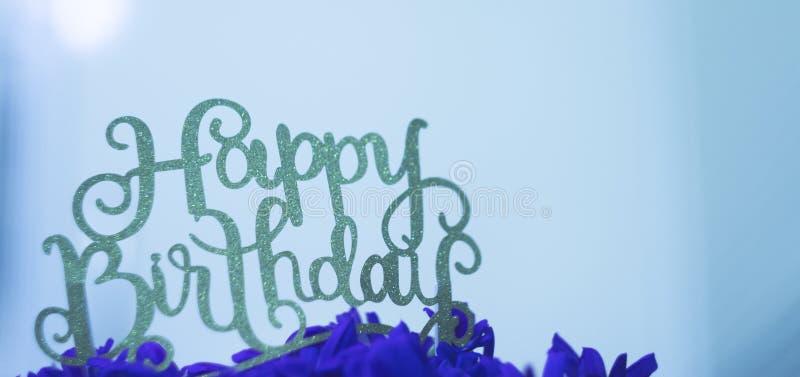 Joyeux anniversaire dans le bleu photo libre de droits