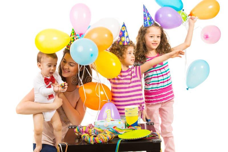 Joyeux anniversaire de garçon d'enfant en bas âge photos stock