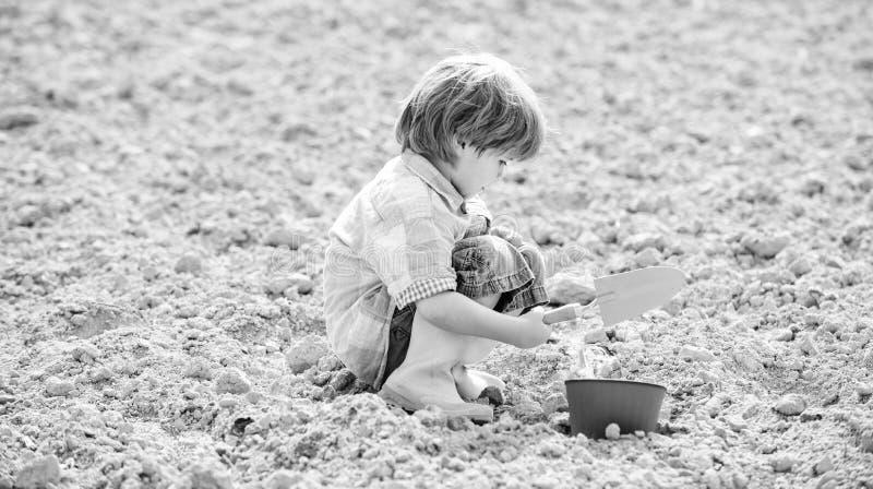 Joyeux jardinier ouvrier botanique Printemps vie écologique Concept de culture jour de la terre nouvelle vie ferme d'été petit images libres de droits