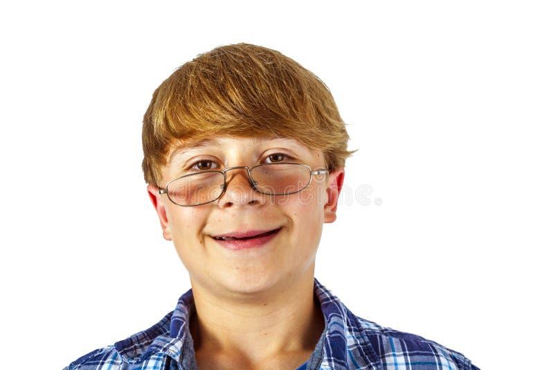 Joyeux jeune adolescent souriant avec des lunettes image libre de droits