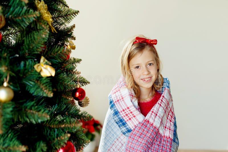 Joyeux Noël et joies fêtes !Le matin de Noël photos stock