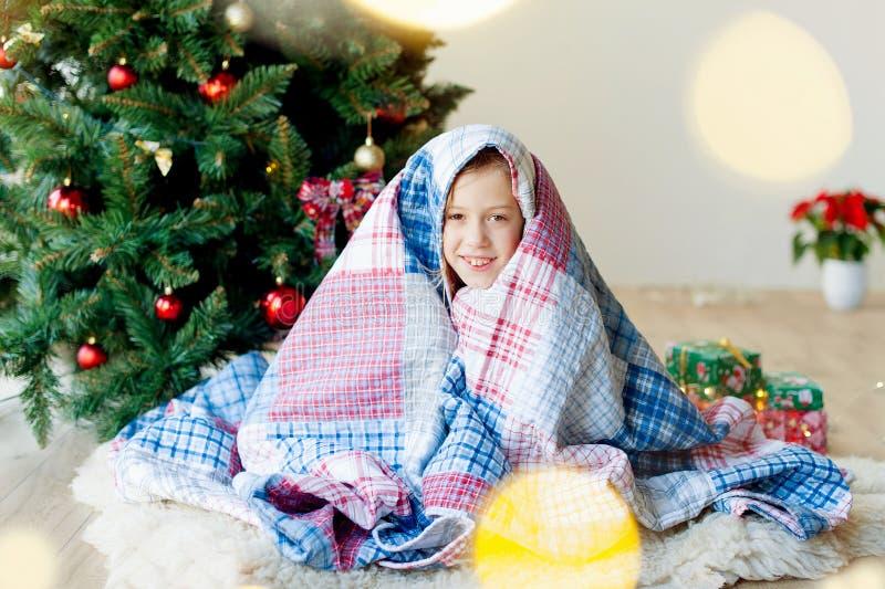 Joyeux Noël et joies fêtes !Le matin de Noël images stock