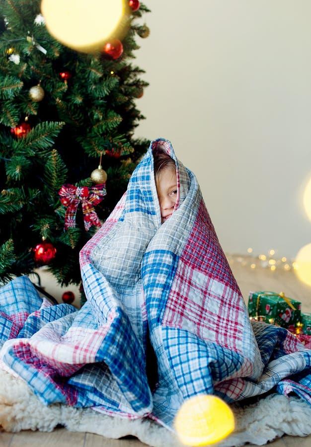 Joyeux Noël et joies fêtes !Le matin de Noël photo stock