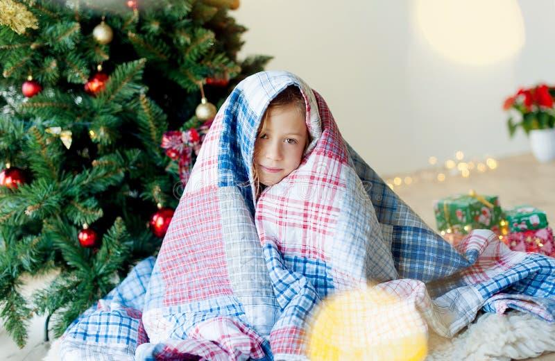 Joyeux Noël et joies fêtes !Le matin de Noël photo libre de droits