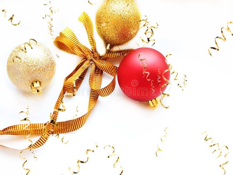 Joyeux Noël voeux carte de voeux, argent rouge et boule d'or sur fond blanc avec les meilleures citations Saison de texte exempla photo libre de droits