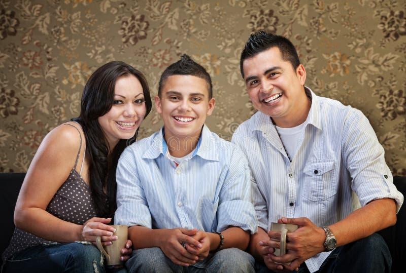 Joyful latinamerikansk familj royaltyfria foton