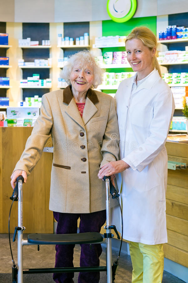 Free Joyful Pharmacist And Patient In Walker Royalty Free Stock Photo - 66985475
