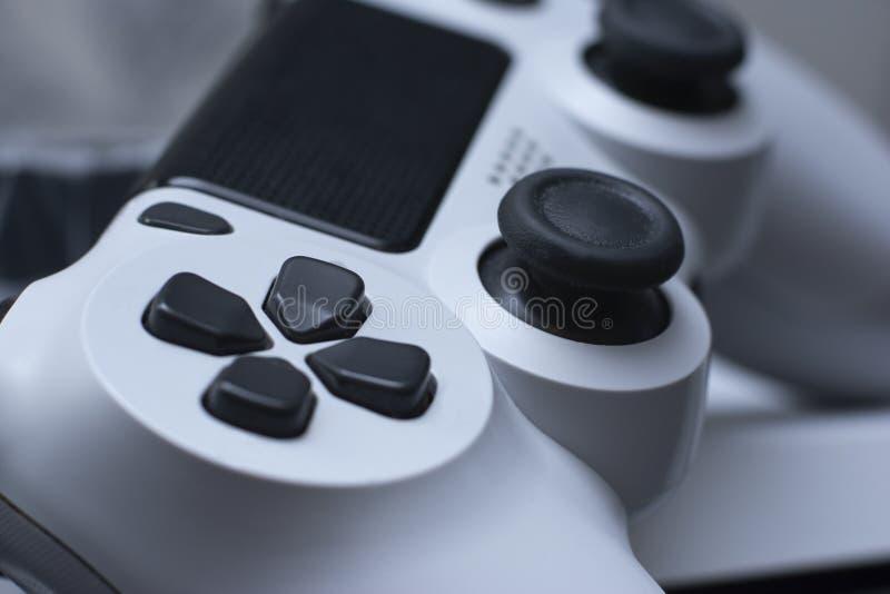 Joystic Ciérrese encima de la visión macra desde el regulador inalámbrico de Dualshock 4 imagenes de archivo