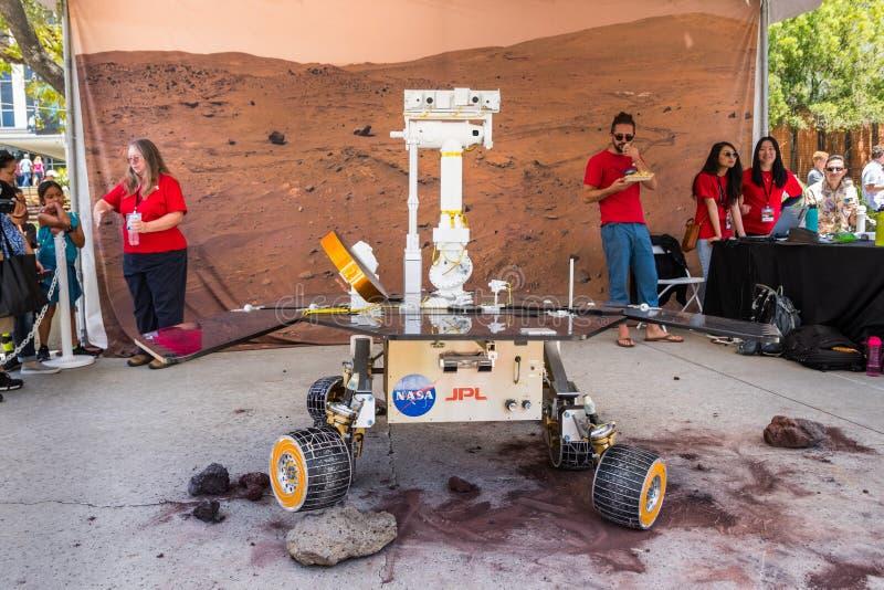 JPL-bezoek bij het `-kaartje van het opendeurdag` jaarlijkse evenement ` A om JPL ` te onderzoeken stock afbeeldingen