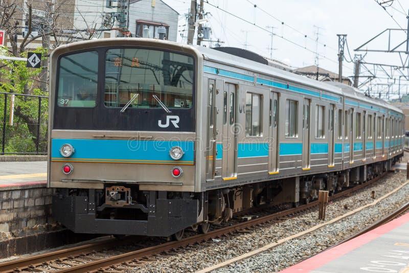 JR τραίνο γραμμών στο σταθμό στοκ φωτογραφίες