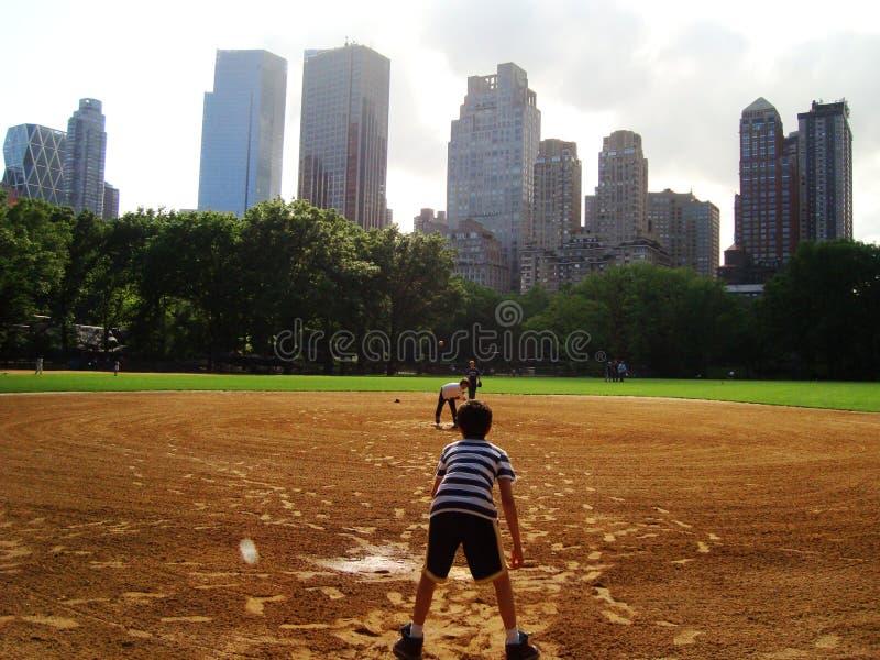 Jr Baseball på Central Park - NYC royaltyfri foto