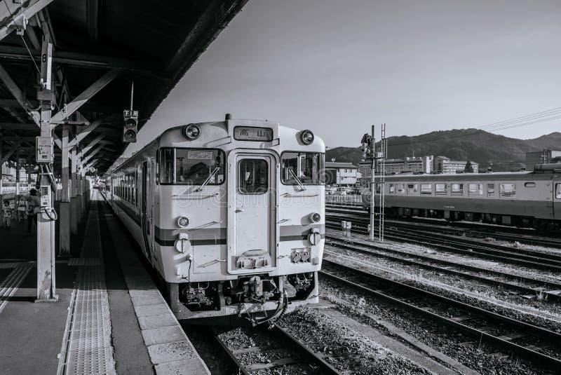 JRTakayama linje lokalt drev - klassiskt tappningdrev på Japan tr royaltyfri foto