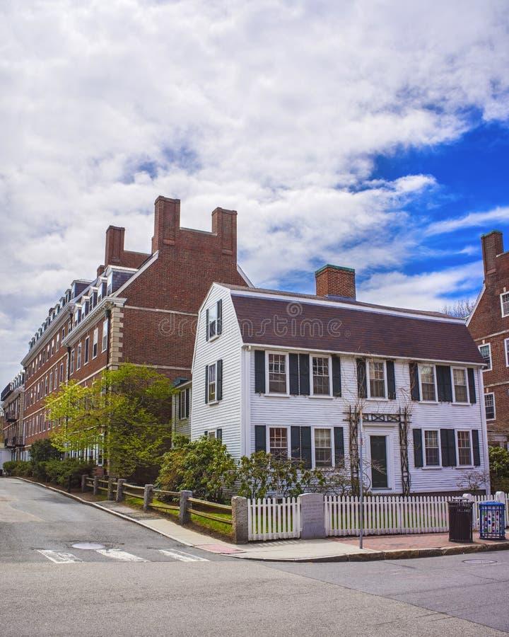 Juan F Kennedy Street en área de la Universidad de Harvard en Cambridge fotos de archivo