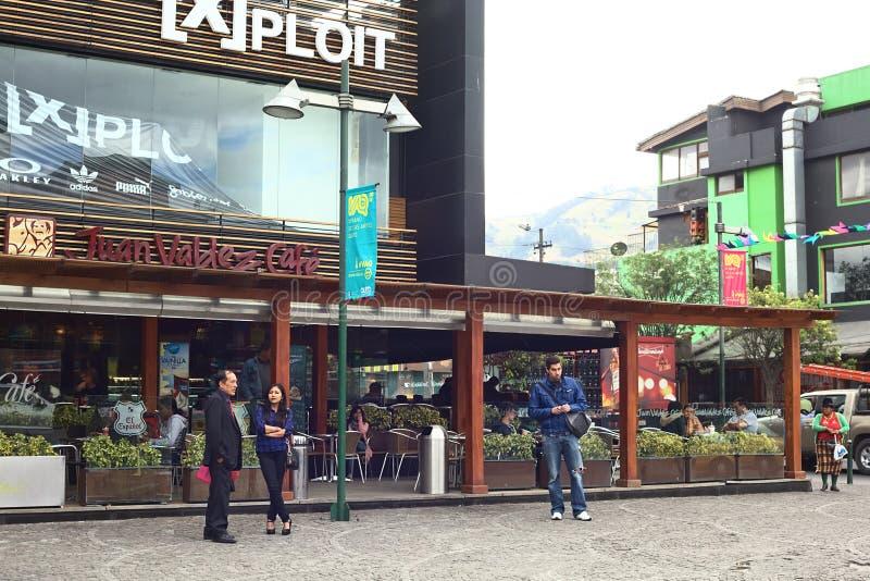 Juan Valdez Cafe en la plaza Foch en Quito, Ecuador fotografía de archivo libre de regalías