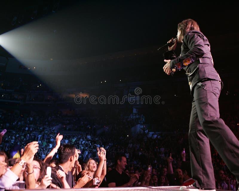 Juanes führt im Konzert durch stockfotografie