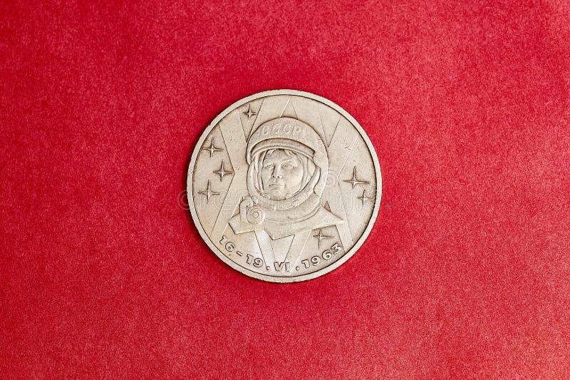 Jubileums- USSR-mynt en rubel i minne av Tereshkova arkivbild