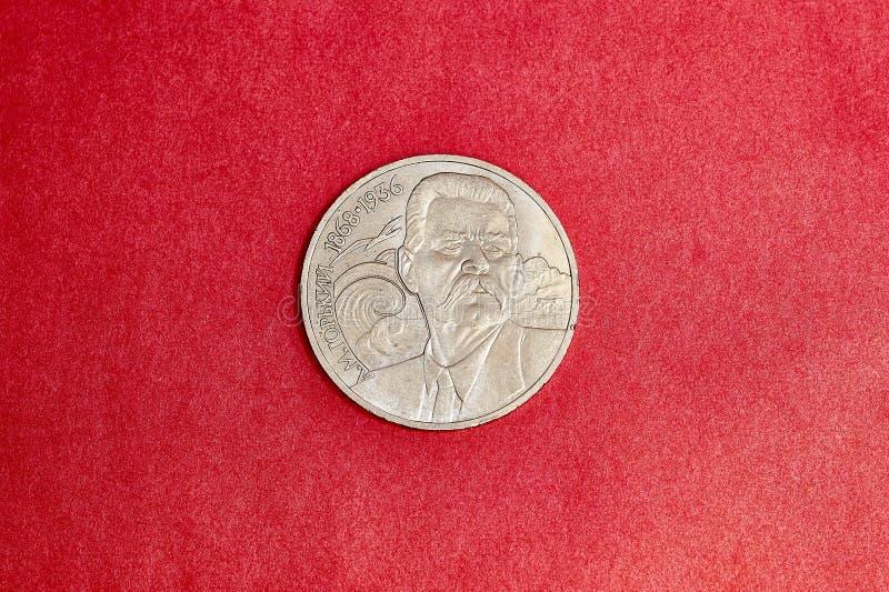 Jubileums- USSR-mynt som en rubel är hängivet till den sovjetiska författaren Maxim Gorky arkivbild