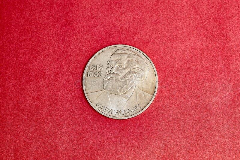Jubileums- USSR-mynt som en rubel är hängivet till Karl Marx arkivfoto