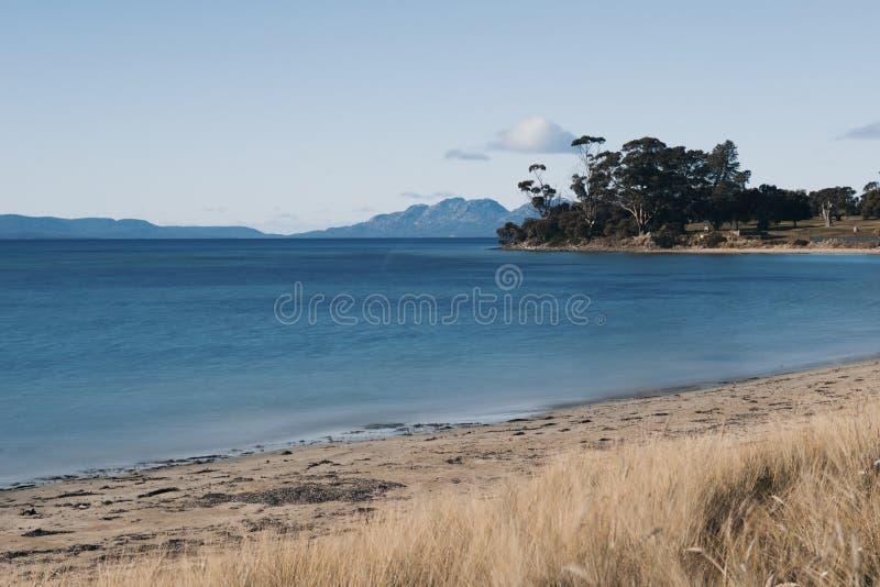 Jubileumstrand in de stad van Swansea, Tasmanige stock afbeeldingen