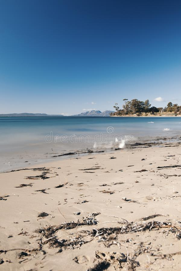 Jubileumstrand in de stad van Swansea, Tasmanige royalty-vrije stock foto
