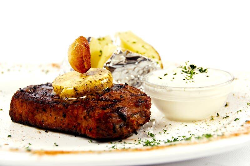 Jucy Steak mit Knoblauchbutter stockfotos