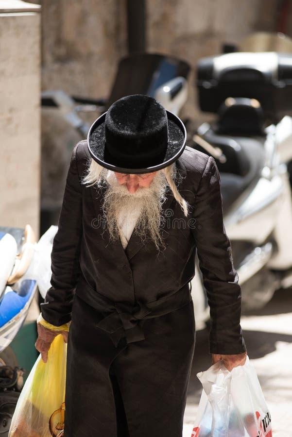Judío ultra ortodoxo de Haredi en Mea Shearim fotos de archivo