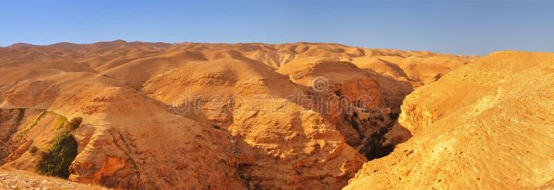 Judean-Wüste. Panoramablick in Richtung zum Kloster von Tempation stockfoto