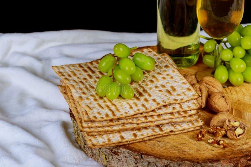 judisk ferie för vin och för matzoh, vin för påskhögtidmatzopåskhögtid royaltyfria bilder