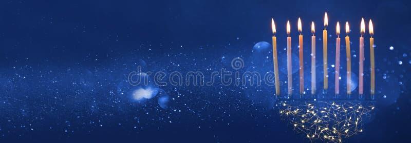 judisk ferieChanukkahbakgrund med menorakandelaber) royaltyfri bild