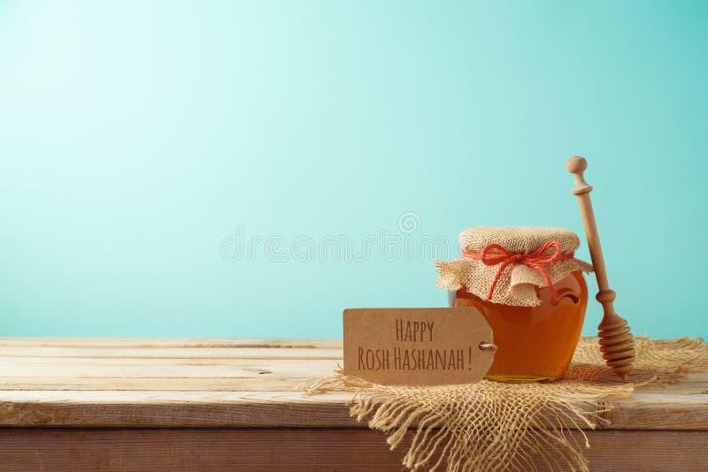 Judisk ferieRosh Hashanah bakgrund med honungkruset på trä royaltyfri fotografi