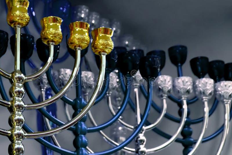 Judiska ljusstakar, menoror och festlig Chanukkah royaltyfria foton