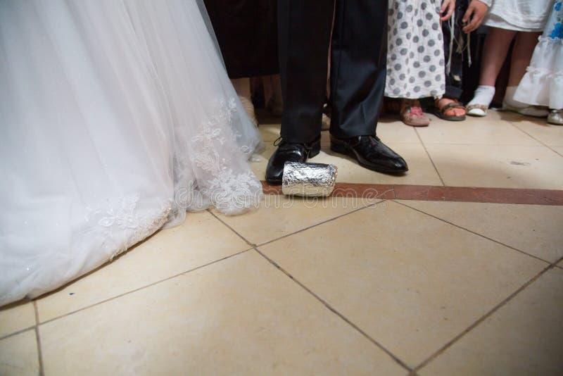 judiskt bröllop avbrott av exponeringsglas Huppah arkivfoton