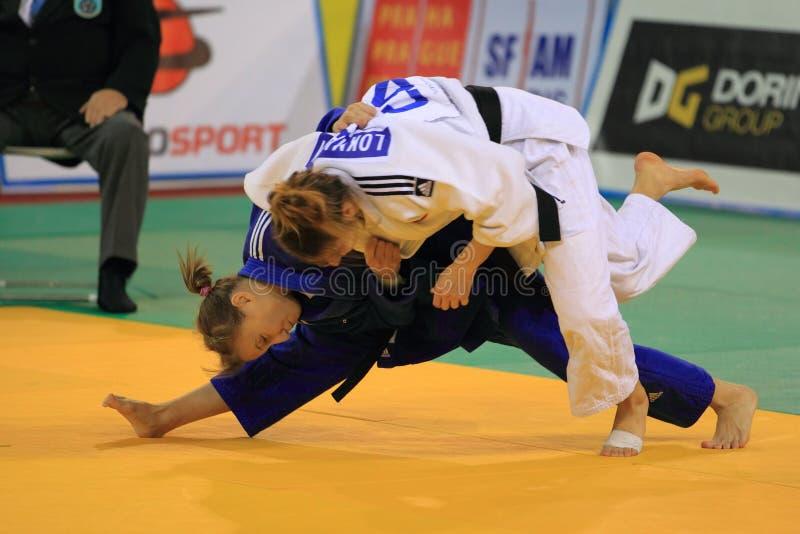Judo - Dilara Lokmanhekim och Olga Dolgova arkivbilder