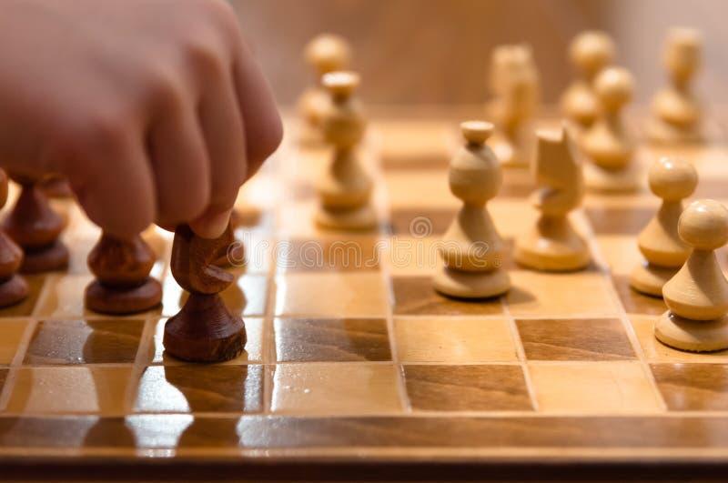 Juego de ajedrez con el jugador imágenes de archivo libres de regalías