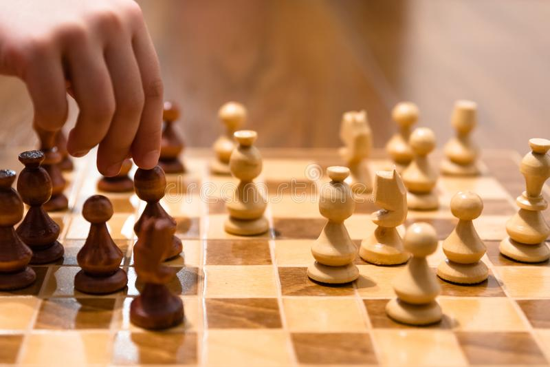 Juego de ajedrez con el jugador fotografía de archivo libre de regalías