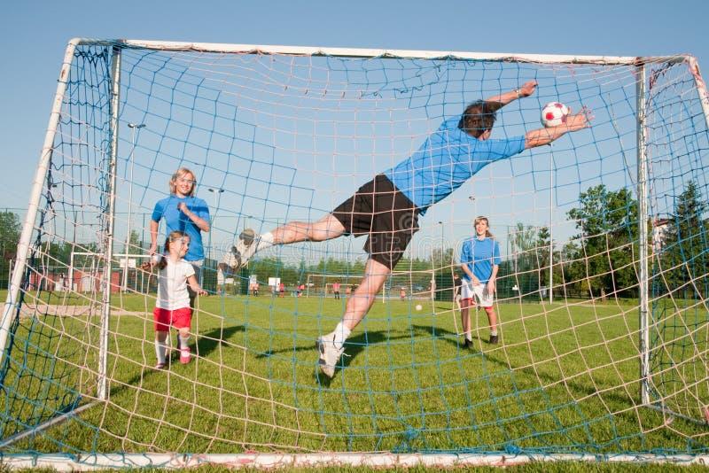 Juego de fútbol de la familia foto de archivo libre de regalías