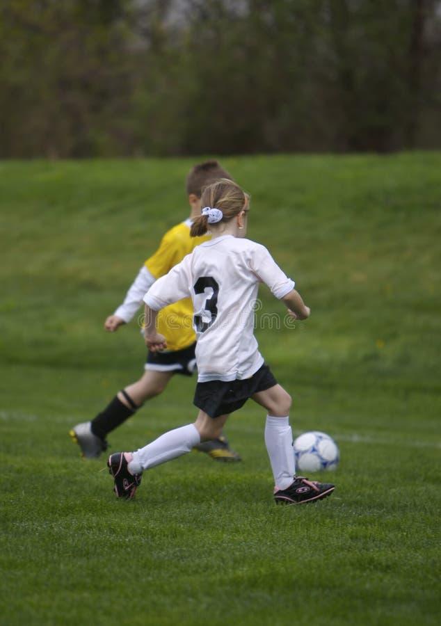 Juego de fútbol de la juventud fotografía de archivo